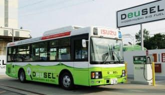 ミドリムシを配合したディーゼル燃料で動くいすゞ自動車のシャトルバス