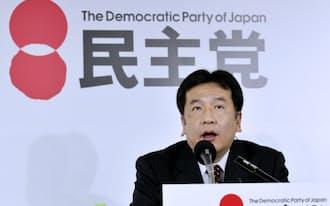 テレビのインタビューに答える民主党の枝野幹事長(14日夜、民主党本部)