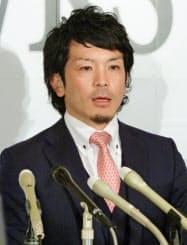 契約更改を終え、記者会見するソフトバンクの松田宣浩内野手(18日、福岡市のヤフオクドーム)=共同