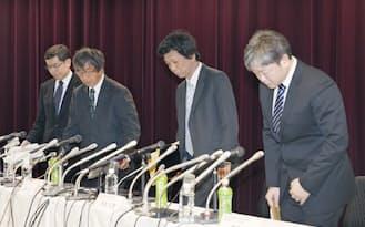 記者会見に臨む理研の検証実験チーム(19日、東京都港区)