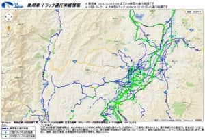 ITSジャパンが配信する通行実績情報の画面。乗用車が通れた所は線で、トラックが通れた所は点で表示される。