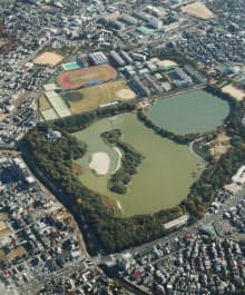 昆陽池に浮かぶ「日本列島」(兵庫県伊丹市)