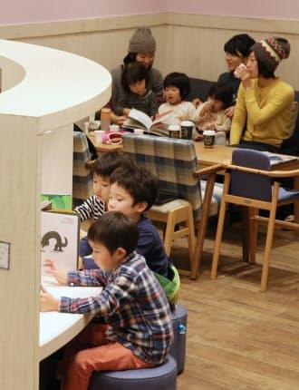 子どもが遊べるスペースを広くしたタリーズコーヒーの店舗(川崎市)