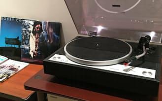 オンキヨーのショールーム内ではロックやジャズなど様々なジャンルのレコードが試聴できる