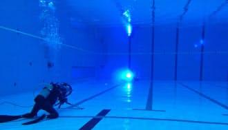 太陽誘電は東洋電機と共同で、水中で高速に可視光通信ができる装置を開発。水中での映像撮影で使用しようと考える日本放送協会(NHK)と組み、水中での実験を実施した。