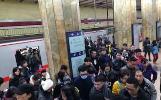出稼ぎ女性の事故をきっかけに、中国では公共の場でのマナーを見直す動きが広がる(北京市)