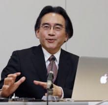 決算を発表する任天堂の岩田社長(28日午後、大阪取引所)