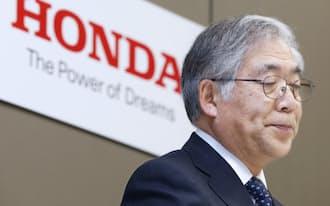 決算発表するホンダの岩村副社長(1月30日午後、東京都港区)