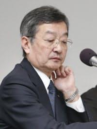 決算発表するシャープの高橋社長(3日午後、東京都港区)