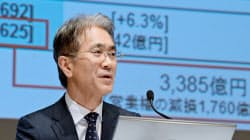 決算発表するソニーの吉田最高財務責任者(CFO)(4日午後、東京都港区)