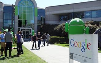 米カリフォルニア州マウンテンビュー市にあるグーグル本社の前にはアンドロイドのキャラクターが飾ってある