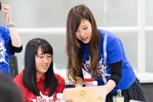 女子大生のチューターが女子中高生にプログラミングを教える