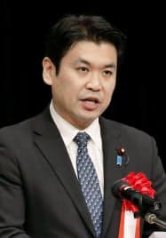 「竹島の日」式典であいさつする松本洋平内閣府政務官(22日午後、松江市)=共同