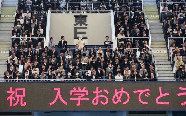日本武道館で行われた大学入学式