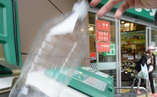 スーパーの店頭で回収されるペットボトル(一部画像処理しています)