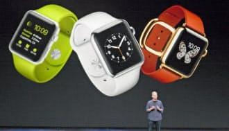 新製品発表会で腕時計型端末「アップルウオッチ」を発表したクックCEO(9日、サンフランシスコ)