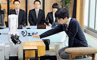 第3回電王戦でコンピューターに唯一勝った豊島将之七段(2014年3月、大阪市)=共同