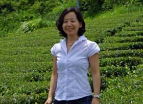 加藤百合子(かとう・ゆりこ)1974年千葉県生まれ。東大農学部で農業システムの研究に携わり、英国クランフィールド大学で修士号取得。その後、米航空宇宙局(NASA)のプロジェクトに参画。2000年に帰国しキヤノン入社。2001年、結婚を機に退社し静岡に移住。産業用機械の研究開発に7年ほど従事したものの農業の社会性の高さに気付き、2009年エムスクエア・ラボ(M2ラボ)を設立。2012年青果流通を変える「ベジプロバイダー事業」で日本政策投資銀行第1回女性新ビジネスプランコンペティション大賞受賞。
