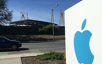 建設中のアップルの新本社(米カリフォルニア州クパチーノ市)