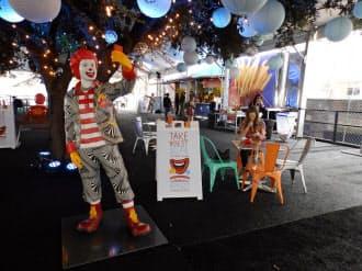 米ファストフード大手マクドナルドは、SXSW会場に仮設店舗を設置。新興企業を代表する若者たちを招いてアイデアを競うイベントを開催した。