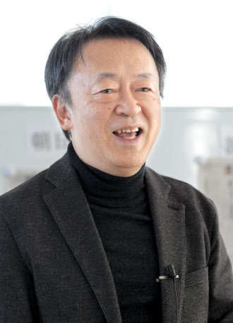 いけがみ・あきら ジャーナリスト。東京工業大学リベラルアーツセンター教授。1950年(昭25年)生まれ。73年にNHKに記者として入局。94年から11年間「週刊こどもニュース」担当。2005年に独立。主な著書に「池上彰のやさしい教養講座」「池上彰のやさしい経済学」(日本経済新聞出版社)。長野県出身。64歳。