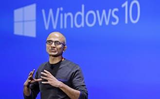 1月、マイクロソフト本社でウィンドウズ10の関連イベントに参加したナデラCEO=AP