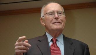 インテル共同創業者のゴードン・ムーア氏(2005年5月)