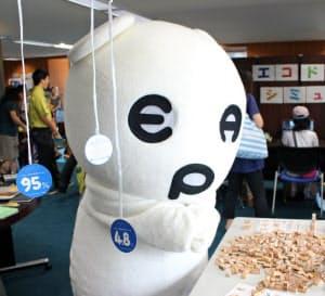 環境省もキャラクターを使い、普及を支援したが……(昨年8月の都内のイベント)