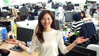 アメーバ事業本部のプロデューサーとしてスマートフォン(スマホ)向けゲーム「ガールフレンド(仮)」を統括する立場にある横山祐果さん。約600万人が遊ぶ大ヒットゲームを一から育て上げた。現在の部下は約80人だ