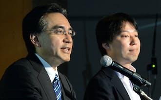 記者会見する任天堂の岩田社長(左)とディー・エヌ・エーの守安社長兼CEO(17日、東京都港区)