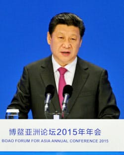「博鰲アジアフォーラム」年次総会で演説する中国の習近平国家主席(28日、中国海南省)=共同