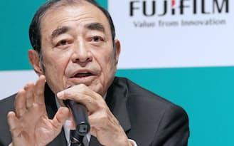 米セルラーダイナミクス社の買収を発表する富士フイルムホールディングスの古森会長(3月30日、東京都港区)
