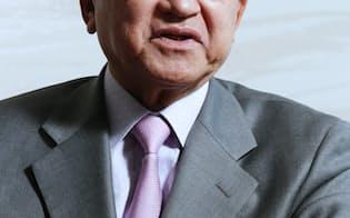 小林喜光(こばやし・よしみつ)1946年山梨県生まれ。業績不振の光ディスク子会社の立て直しで頭角を現し、2007年に社長に就任。汎用石油化学製品の選別整理を進めるとともに、10年に三菱レイヨン、14年に大陽日酸をグループに加え、三菱ケミカルホールディングスの事業規模を世界大手の米ダウやデュポンに肩を並べるまでに成長させた。歯に衣(きぬ)着せぬ物言いが持ち味の論客として知られ、外部でも東京電力の社外取締役や政府の経済財政諮問会議の民間議員などを務め、現在は産業競争力会議の民間議員。4月から会長。経済同友会の代表幹事。