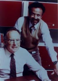 インテル創業初期のムーア氏(左)と後にインテルの3代目CEOとなったアンドリュー・グローブ氏(右)
