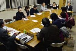 生徒同士が小説を批評し合う大阪文学学校の授業(大阪市中央区)
