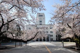 大学の連携によって、学生らの学びの機会を広げる(東工大大岡山キャンパスと本館)