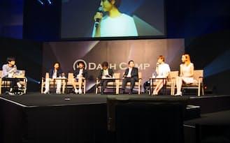 女性ユーチューバ-らも参加し、動画関連ビジネスについて議論を交わした(9日、福岡市)