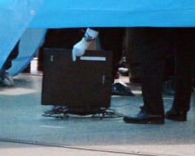 首相官邸の屋上で見つかったドローン(22日午後)