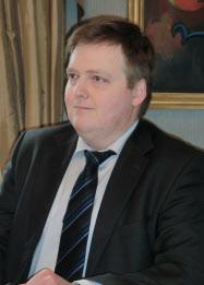 記者会見するアイスランドのグンラウグソン首相(2月、レイキャビク)