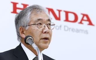 決算発表するホンダの岩村副社長(28日午後、東京都港区)