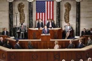 日本の首相として初めて米議会の上下両院合同会議で演説する安倍首相(29日、ワシントン)=共同