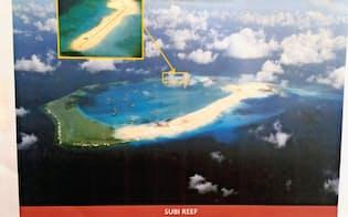 中国が埋め立てを進めるスビ礁。滑走路が建設できるほどの広さがある(4月、比軍撮影)