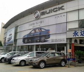 上海GMは異例の大幅値下げに踏み切る(上海市内の販売ディーラー)