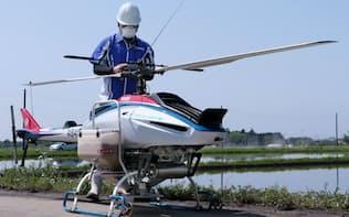 水田に種もみをまけるようにしたヤマハ発動機の無人ヘリ「フェーザー」