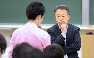 いけがみ・あきら ジャーナリスト。東京工業大学リベラルアーツセンター教授。1950年(昭25年)生まれ。73年にNHKに記者として入局。94年から11年間「週刊こどもニュース」担当。2005年に独立。主な著書に「池上彰のやさしい教養講座」「池上彰のやさしい経済学」(日本経済新聞出版社)。新著「いま、君たちに一番伝えたいこと」(同)。長野県出身。64歳。