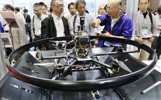 国際ドローン展で自律制御システム研究所のブースに展示される原発調査用機体(20日、千葉市美浜区の幕張メッセ)