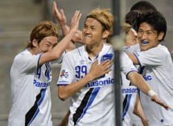 G大阪―FCソウル 後半、先制ゴールを決め喜ぶG大阪・宇佐美=中央(20日、ソウル)=共同