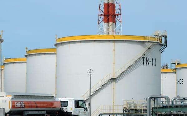 改善額の上位は石油など川上産業が多い(ガソリン貯蔵タンク)