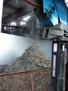北海道倶知安町の工場で、ゴミ固形燃料(RDF)の製造は今年3月から始まった。1日17トンの一般ゴミを処理できる