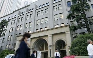 国税庁と税務署などを結ぶコンピューターネットワークが申告ミスを見つける助けに